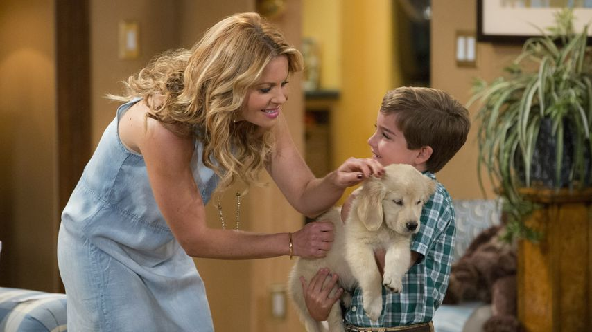 "Candace Cameron Bure, Elias Harger und Cosmo in ""Fuller House"""