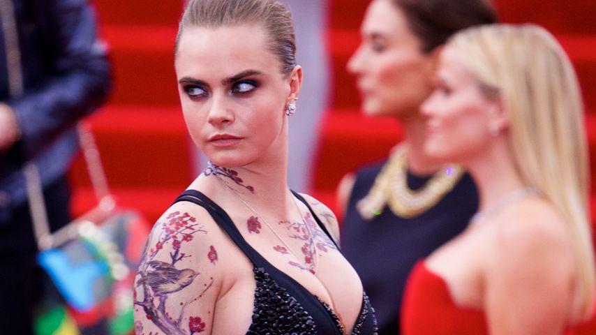 Met-Gala: Cara Delevingne mit Fake-Tattoos & Mega-Dekolleté