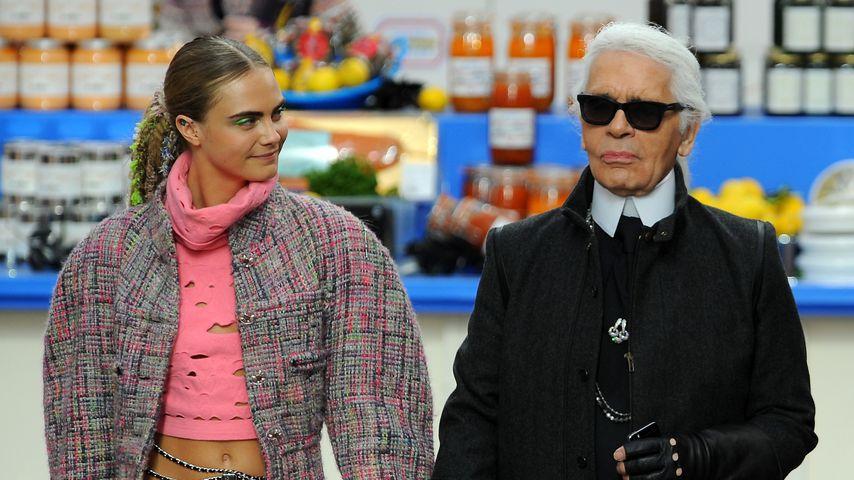 Cara Delevingne und Karl Lagerfeld bei der Chanel Show in Paris, März 2014