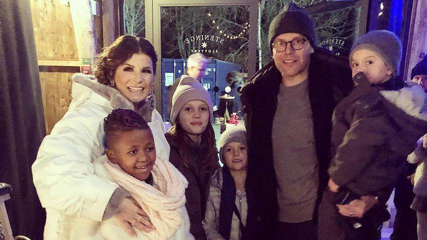 Carola Häggkvist mit Prinzessin Estelle, Prinz Daniel und Prinz Oscar bei einem Weihnachtskonzert