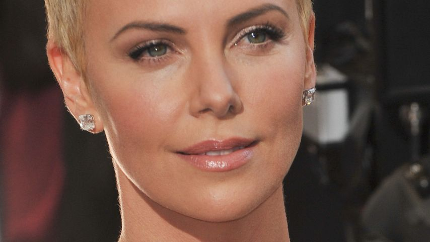 Charlize Therons Kopf Rasur War Befreiend Promiflashde