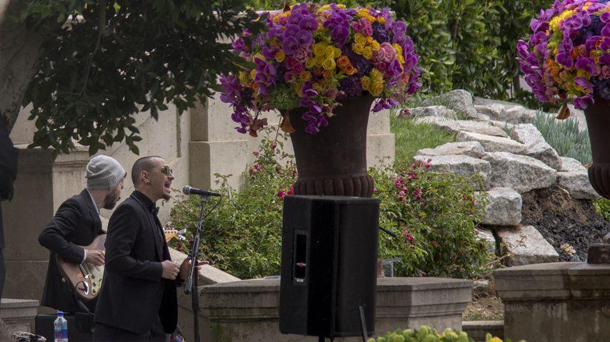 Chester Bennington singt auf der Beerdigung von Chris Cornell