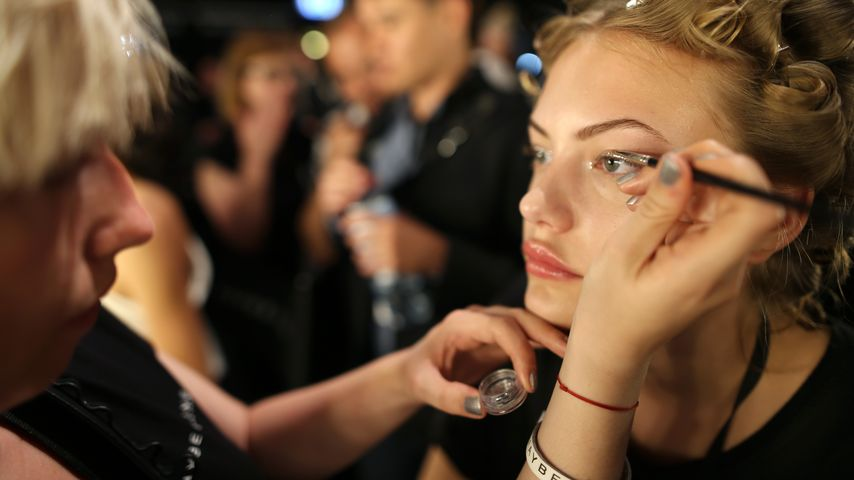 Cheyenne Ochsenknecht vor der Riani Show der Berlin Fashion Week 2016 in der Maske