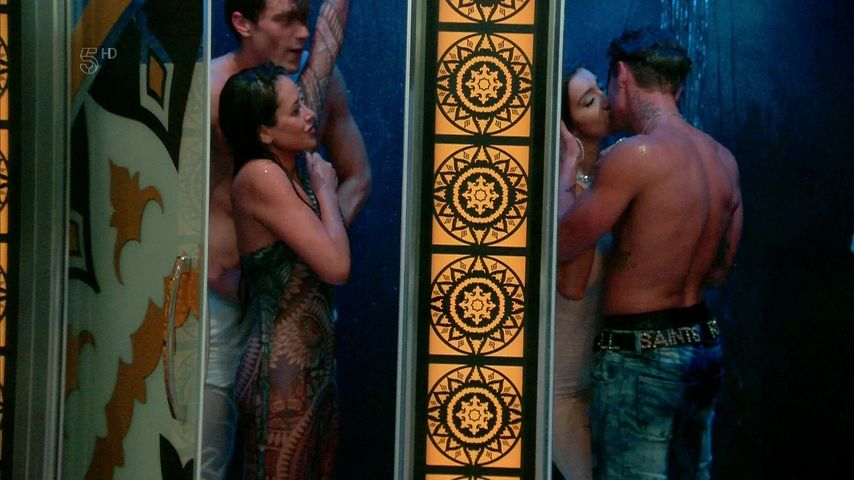 """Chloe Khan, Stephen Bear, Marnie Simpson und Lewis Bloor in einer Szene von """"Celebrity Big Brother"""""""