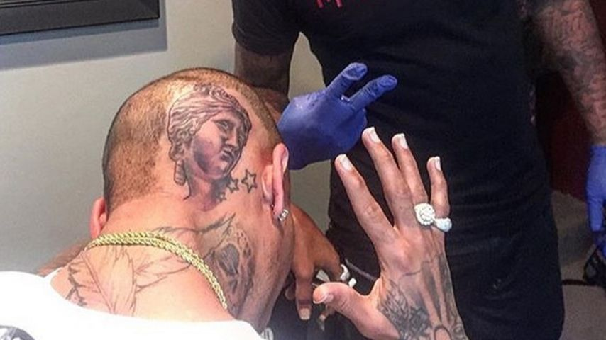 Oha! Chris Brown lässt sich den Kopf tätowieren