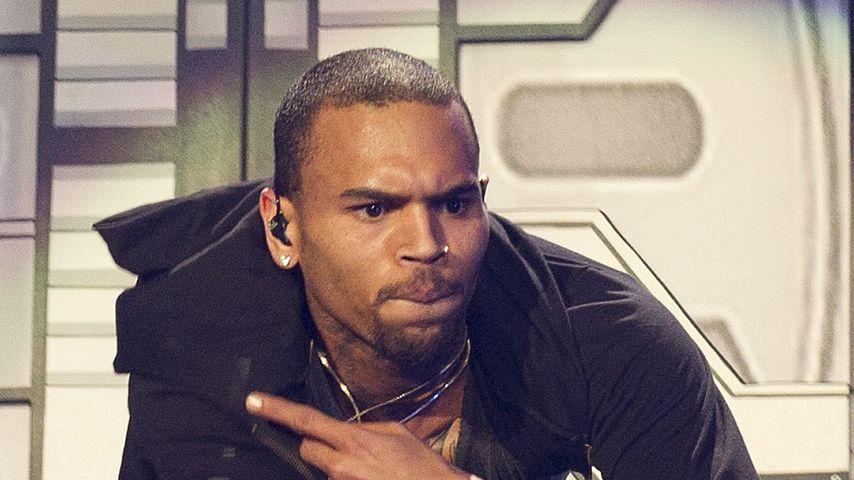 Schock! Schlug Chris Brown schon wieder eine Frau?