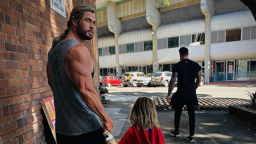 Chris Hemsworth mit seinem Sohn im Frühjahr 2021