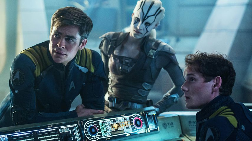 """Chris Pine, Sofia Boutella und Anton Yelchin in """"Star Trek: Beyond"""""""