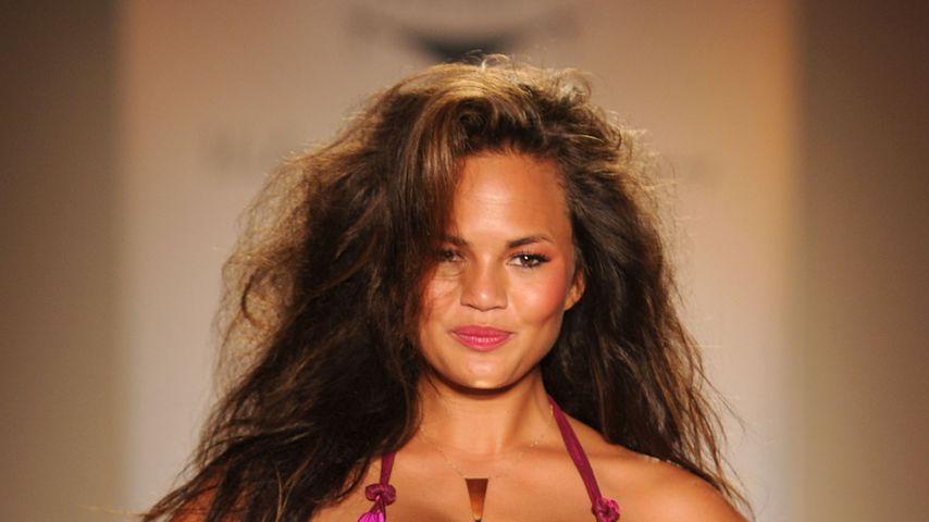 Chrissy Teigen bei einer Tyler Rose Fashion Show in Miami Beach, 2010