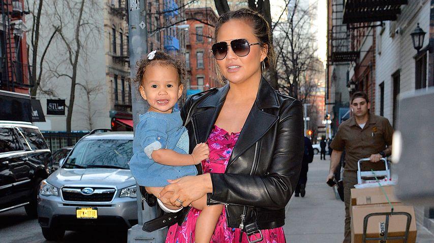 Chrissy Teigen und ihre Tochter Luna in New York