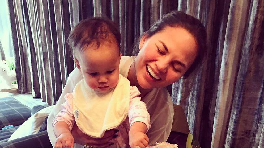 Süß! Chrissy Teigens Tochter Luna kann schon (fast) laufen