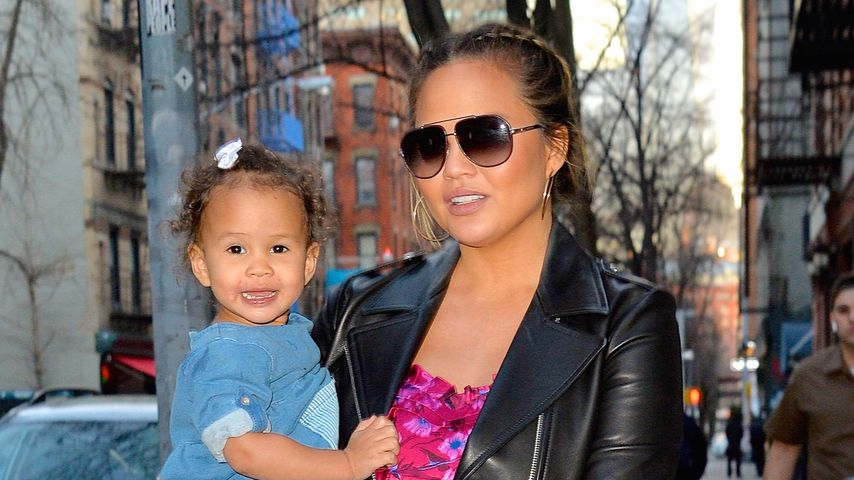 Chrissy Teigen und ihre Tochter Luna vertreiben sich ihre Zeit in New York