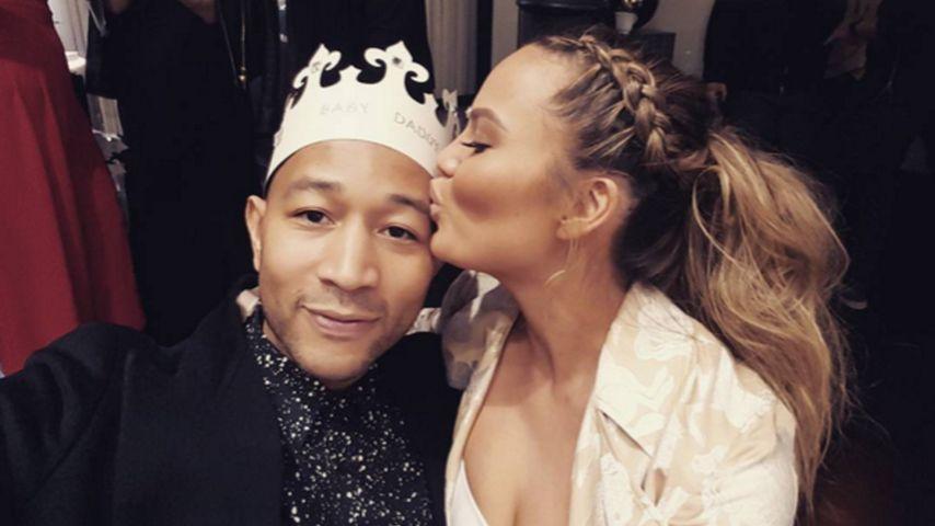 Chrissy Teigen & John Legend: Süße Szenen ihrer Baby-Party
