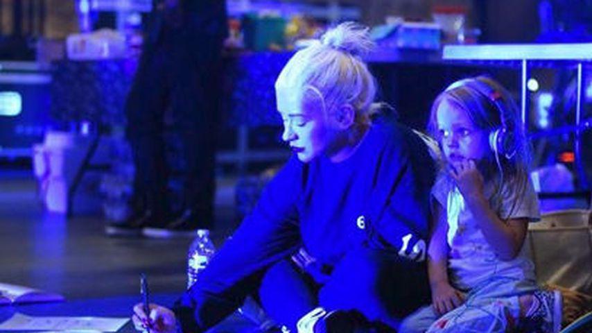 Goldig! Christina Aguilera holt Tochter Summer (4) auf Bühne