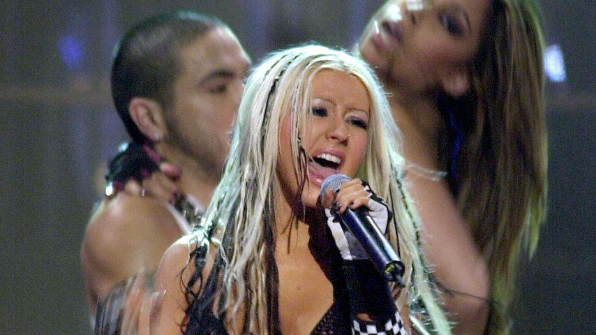 "Christina Aguilera singt ""Dirty"" bei den MTV European Music Awards im November 2002"