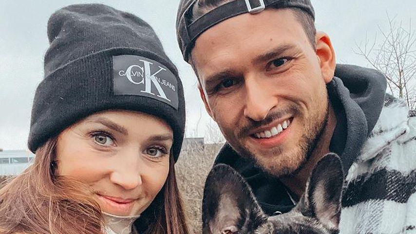 Christina Grass und Marco Cerullo mit ihrer Französischen Bulldogge Mimi