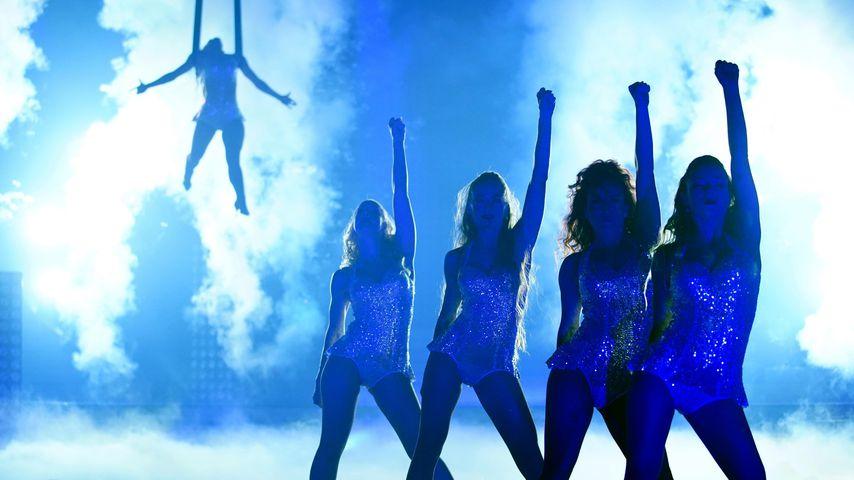 """Christina Luft und Tänzerinnen in """"Let's Dance – die große Profi-Challenge"""""""