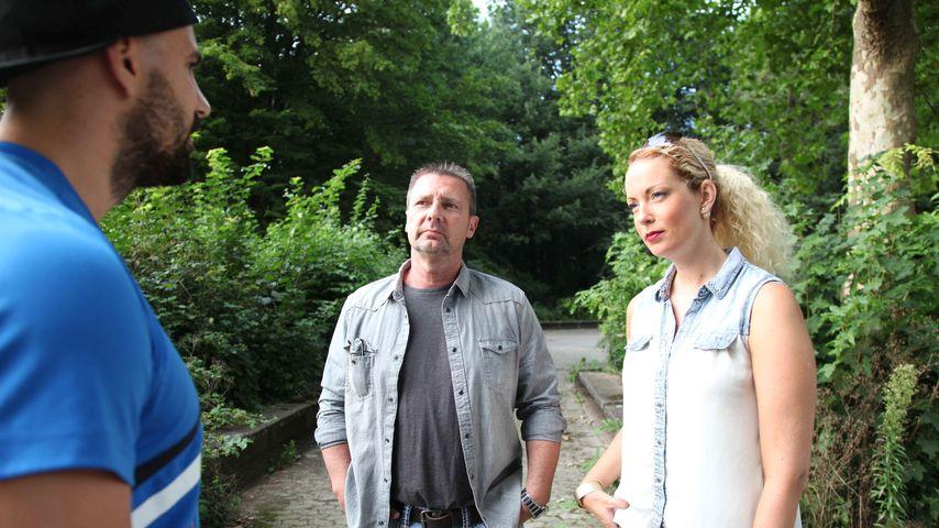 """Die Detektive Heiner Sturm (m.) & Sophie Bergmann (r.) in der """"Verdächtig – Knopf & Team übernehmen"""""""
