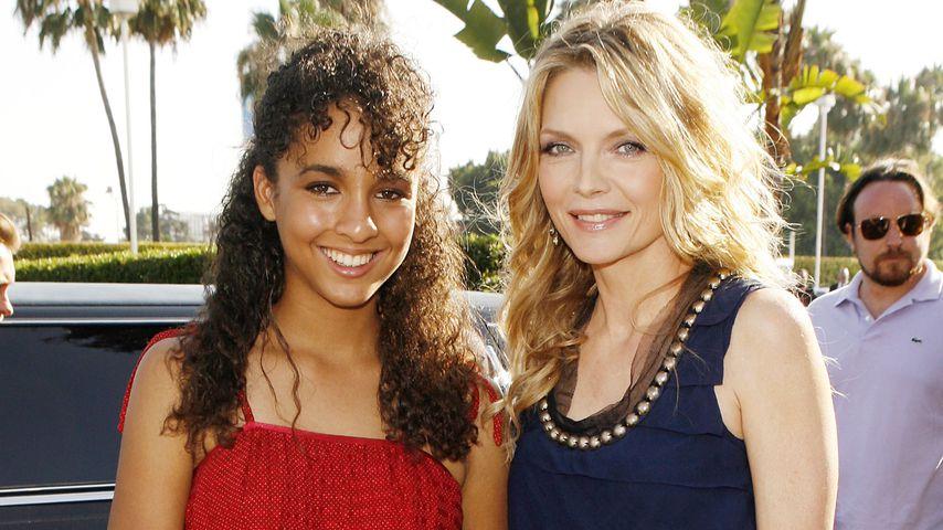 """Claudia Rose und Michelle Pfeiffer bei der Premiere von """"Stardust"""" in Los Angeles, 2007"""