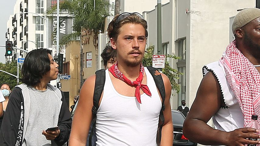 Cole Sprouse bei einem Protest in Hollywood