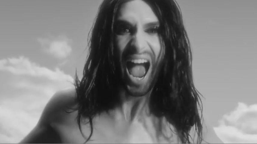 Ungewohnt männlich: Conchita Wurst hüllenlos in neuem Video