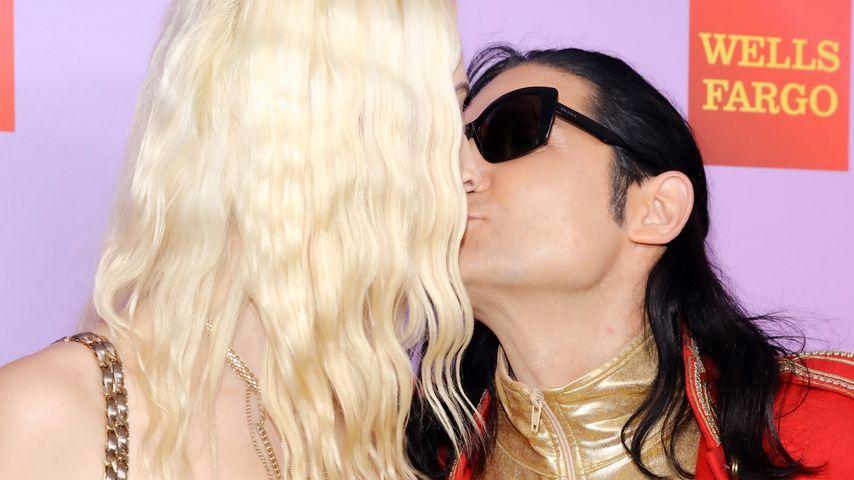 Courtney Anne küsst ihren Verlobten Corey Feldman
