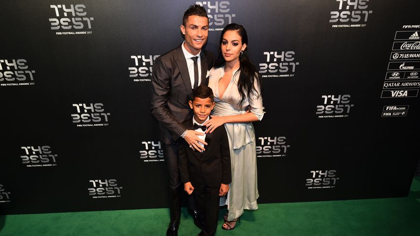 Cristiano Ronaldo mit Söhnchen Cristiano Ronaldo Jr. und Freundin Georgina Rodriguez