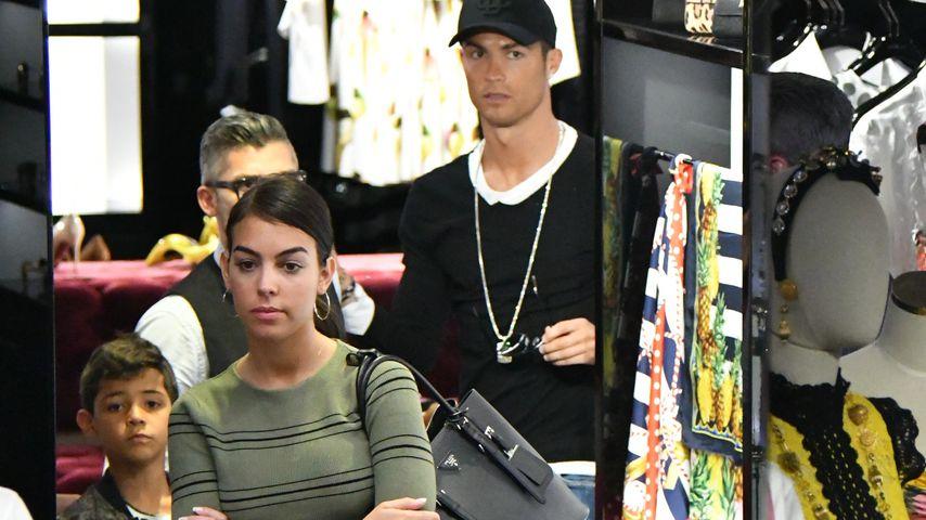 Cristiano Ronaldos Freundin super-grimmig auf Familien-Date!