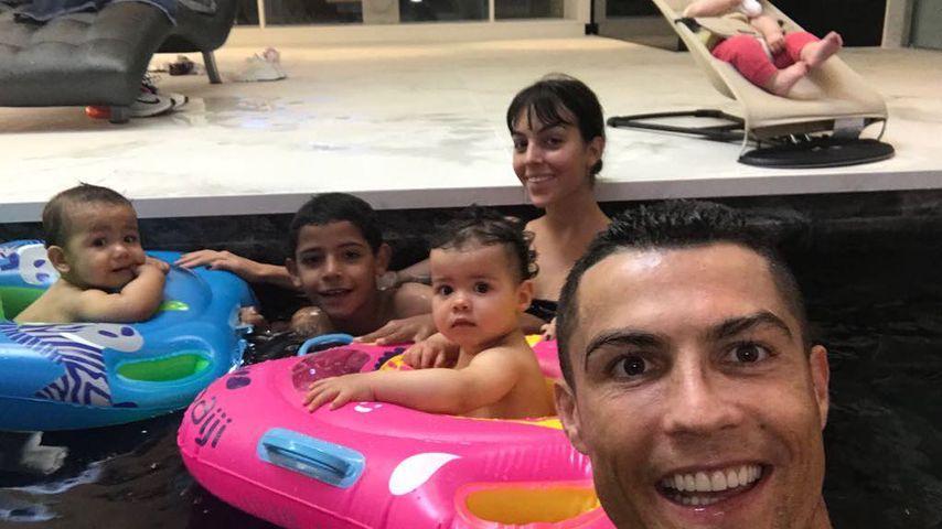 Cristiano Ronaldo mit seiner gesamten Familie