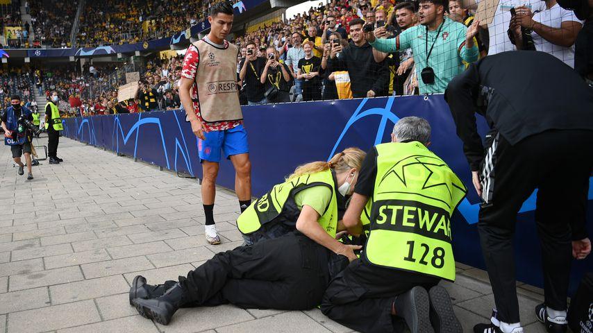 Verschossen! Ronaldo kickt Stadion-Aufseherin mit Ball K.o.