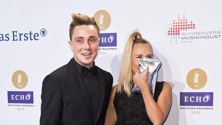 Dagi Bee und ihr Freund Eugen auf dem Red Carpet der Echo-Verleihung 2016 in Berlin