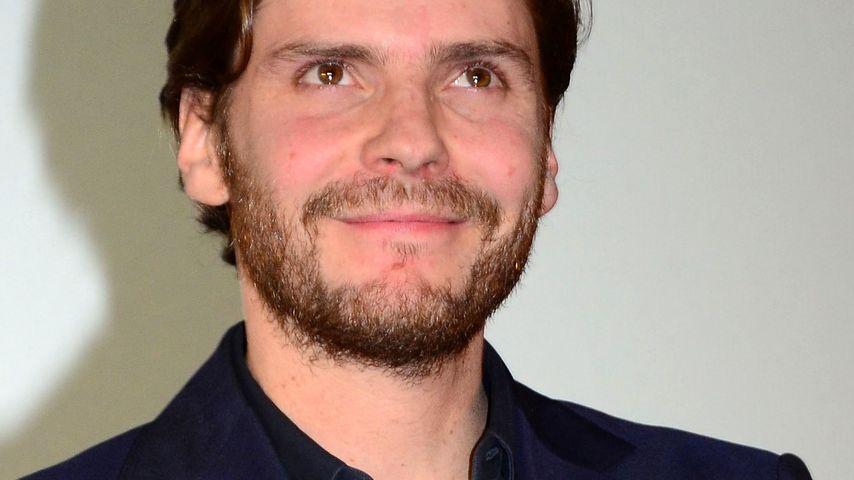 Daniel Brühl küsst Cara Delevingne im neuen Film