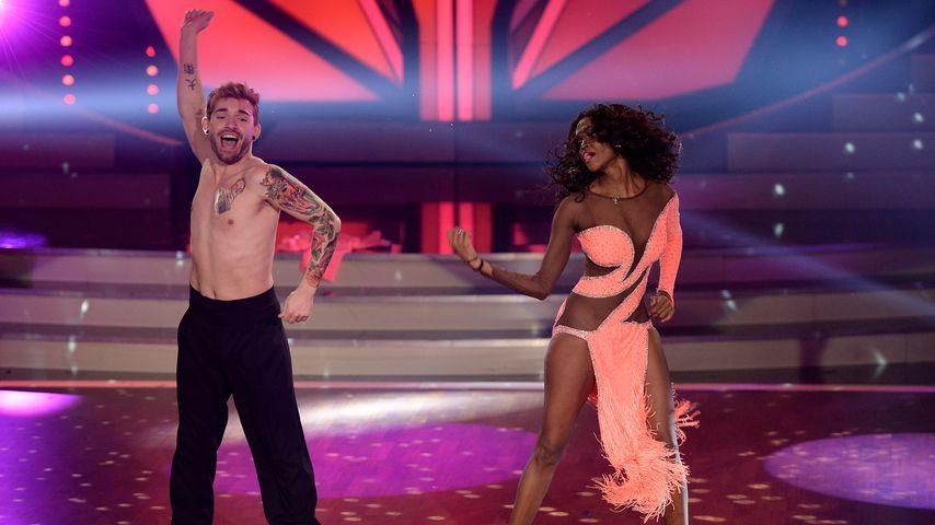 Panne bei Let's Dance! Otlile Mabuses Kleid behindert Start