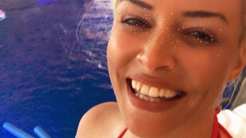 Daniela Katzenberger im Schwimmbad
