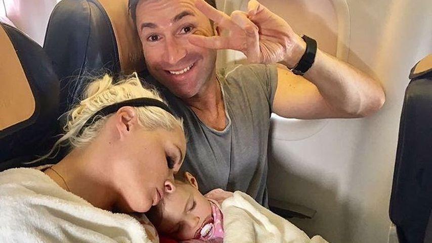 Daniela, Lucas und Sophia im Flugzeug