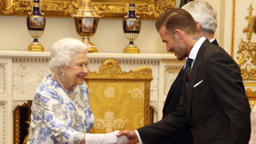 So verlegen! Queen Elizabeth II. schwärmt für David Beckham