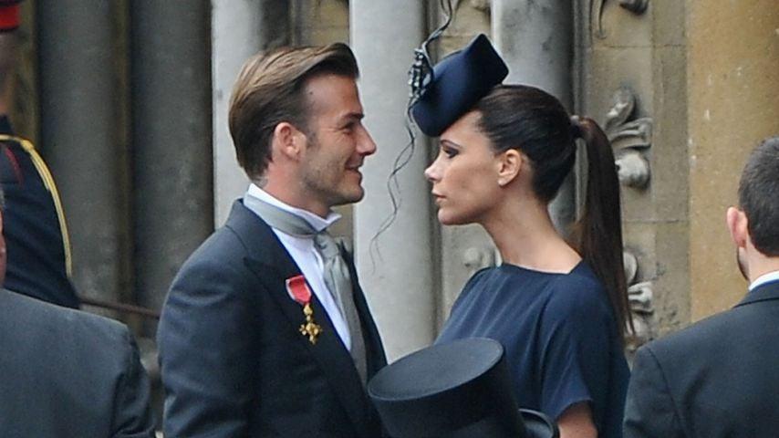 Victoria Beckham: Mit Strech-Kleid im Cockpit