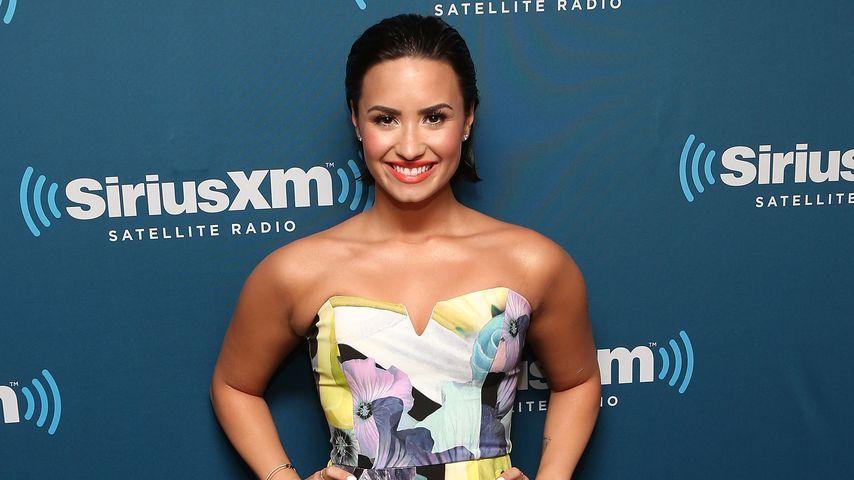 Heiß! Demi Lovatos kunterbunter Jumpsuit-Style