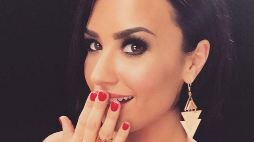 Profi-like: So cool kaschiert Demi Lovato ihren Bühnen-Sturz