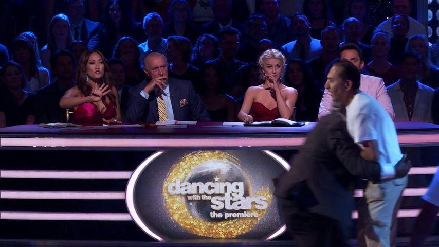 """Zwei Männer stürmen die """"Dancing with the Stars""""-Bühne"""