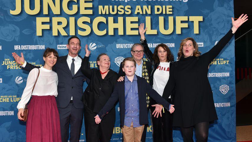 """Der Cast von """"Der Junge muss an die frische Luft"""" auf der Premiere in München"""