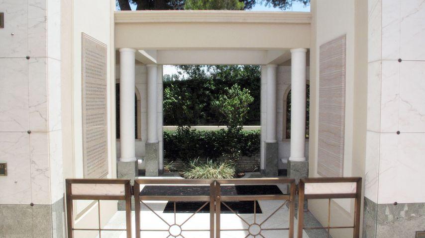 Der Eingang zur Krypta von Michael Jackson auf dem Forest Lawn Friedhof in den Hollywood Hills