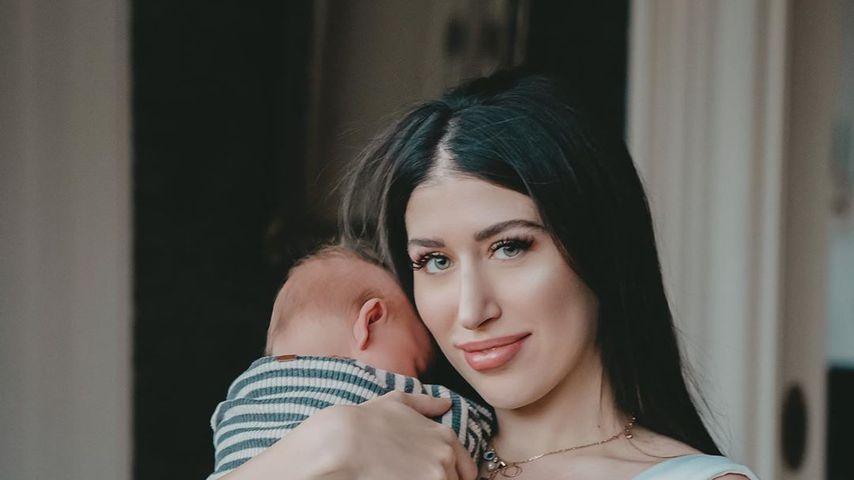 Diana June mit ihrem Sohn Adrian, März 2020