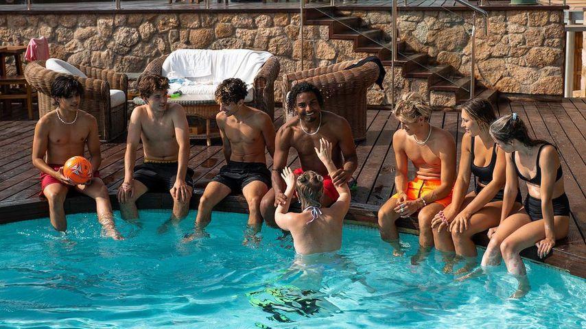 Die 9:16-Creator-House-Crew am Pool