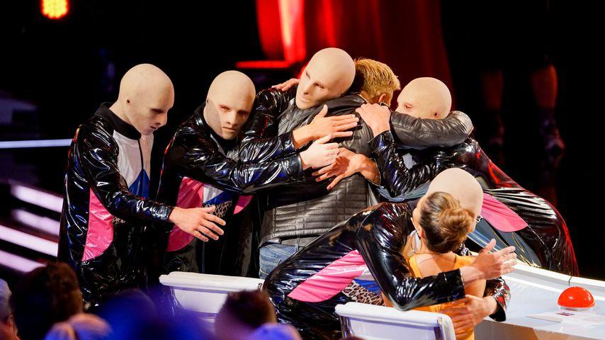"""Die Baba Yega-Tänzer mit der """"Das Supertalent""""-Jury"""