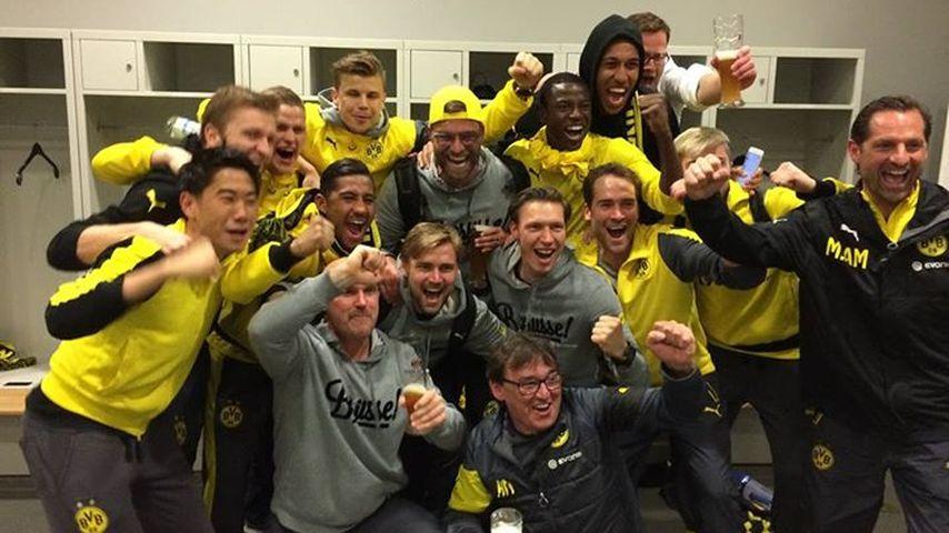 Nach Mega-Erfolg: Die BVB-Stars feiern ihren Elfmetersieg