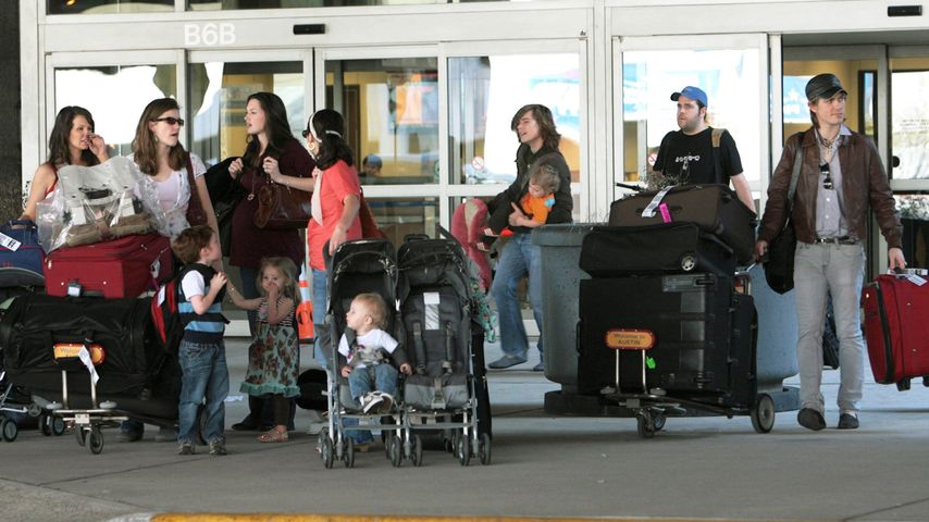Die Hansons mit ihren Frauen und Kindern