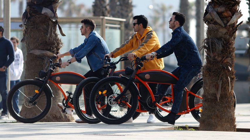 Radeln die Jonas Brothers hier für ihr neues Musikvideo?