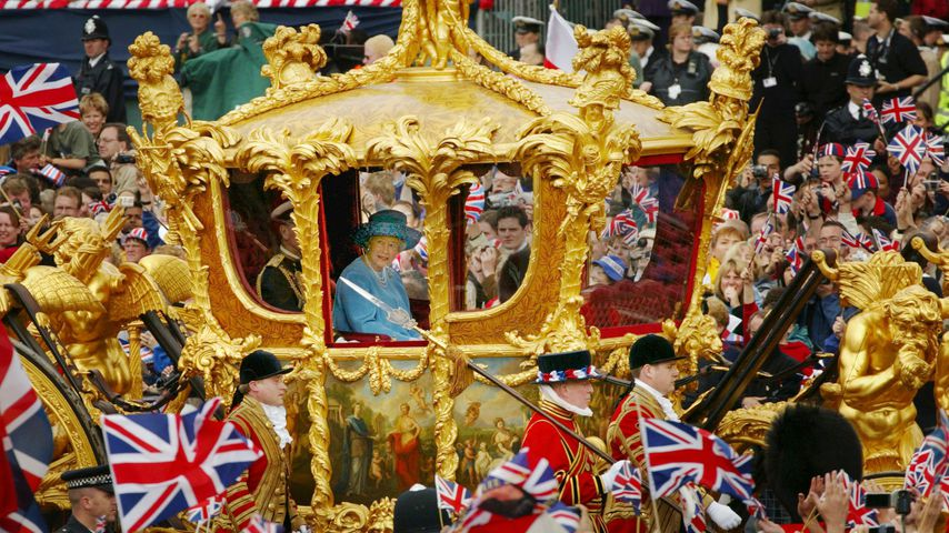 Die Queen in ihrer Krönungskutsche