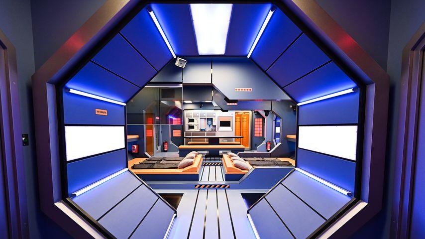 """Ab ins Weltall! Erste Fotos von """"Promi Big Brother"""" 2021"""